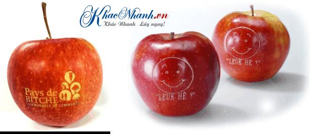 Khắc nghệ thuật trên quả táo bằng laser Long Biên Hà Nội