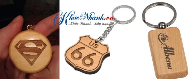 Làm móc chìa khóa cho khách hàng tại Quận Long Biên Hà Nội