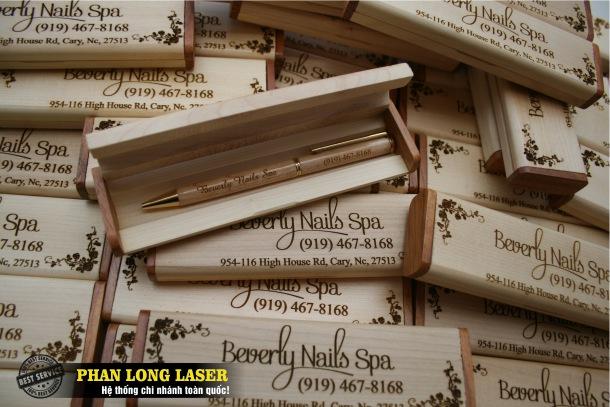 Địa chỉ Cơ sở bán buôn bán sỉ bút gỗ khắc laser theo yêu cầu