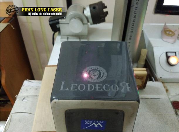 Địa chỉ gia công laser, điêu khắc theo yêu cầu lên thủy tinh pha lê gốm sứ tại Hà Nội