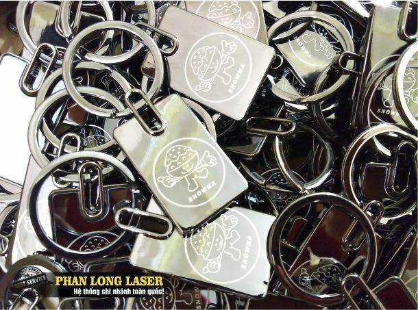 Móc chìa khóa kim loại inox khắc logo, khắc hoa văn, khắc laser tại Hà Nội